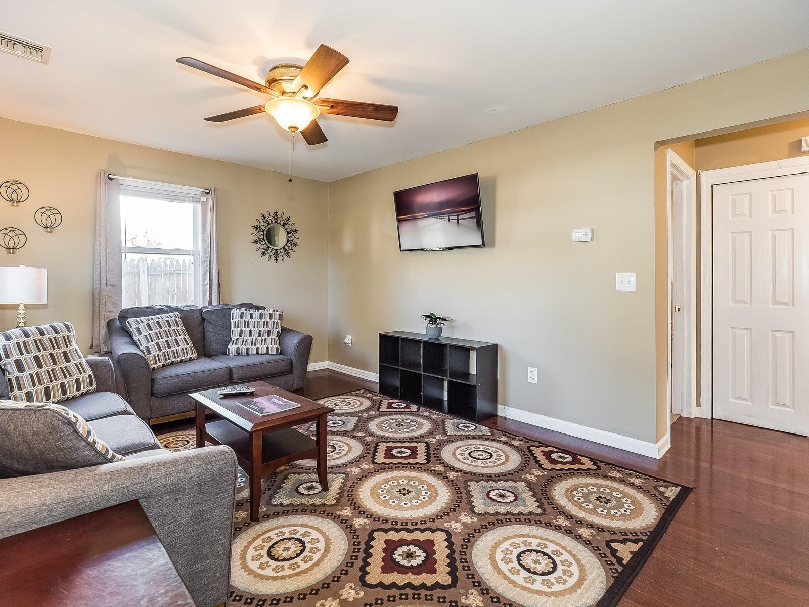 02-Furnished_Apartment_Edison_Living Room2