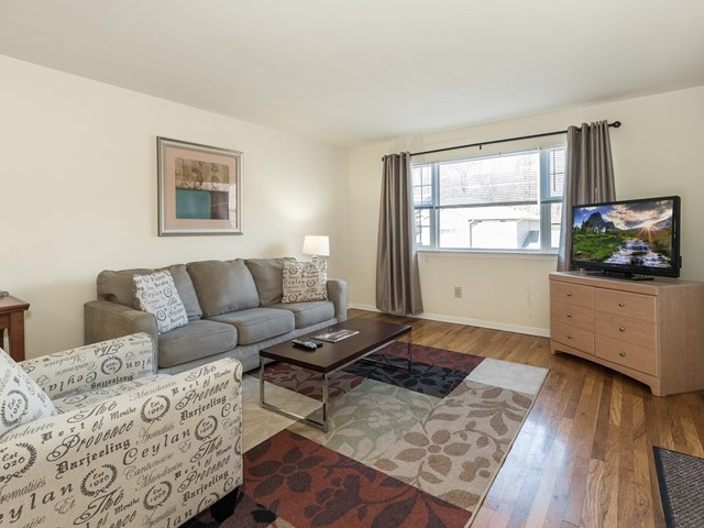 Short term rental Bridgewater 26 Living room with sofa, chair and large tv