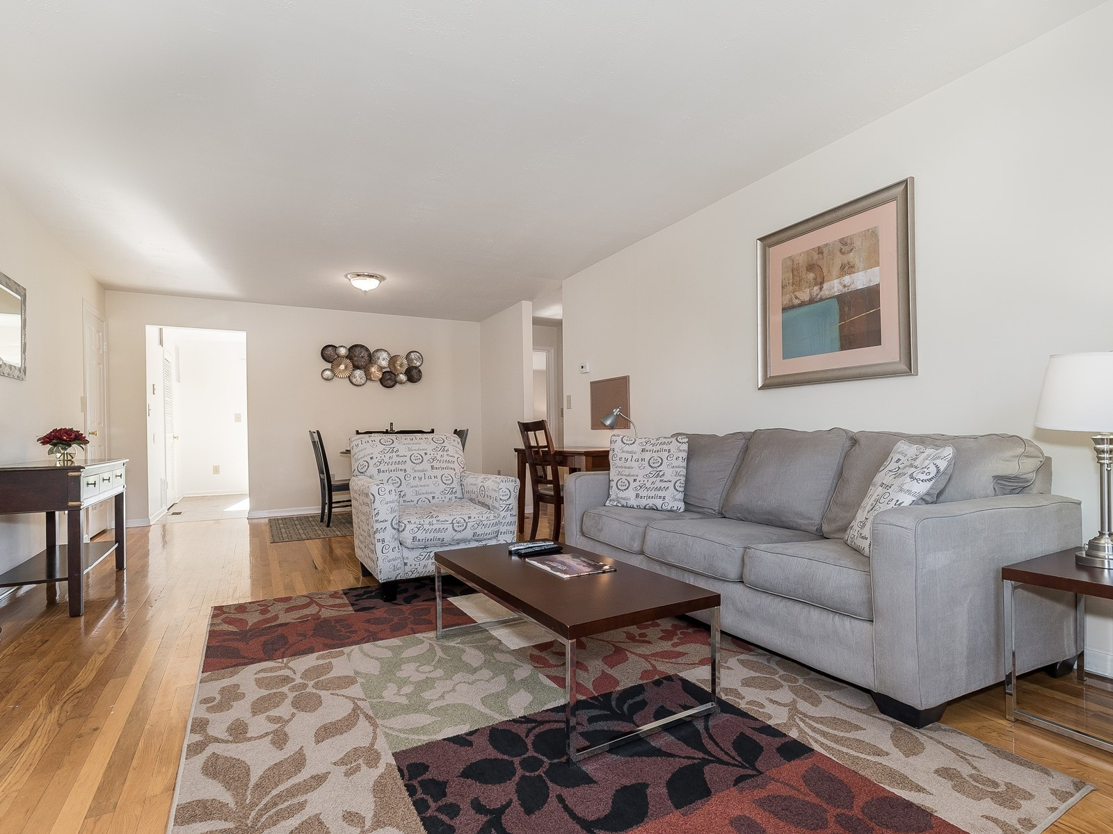 Short term rental Bridgewater 26 Large living room with couch, love seat and coffee table