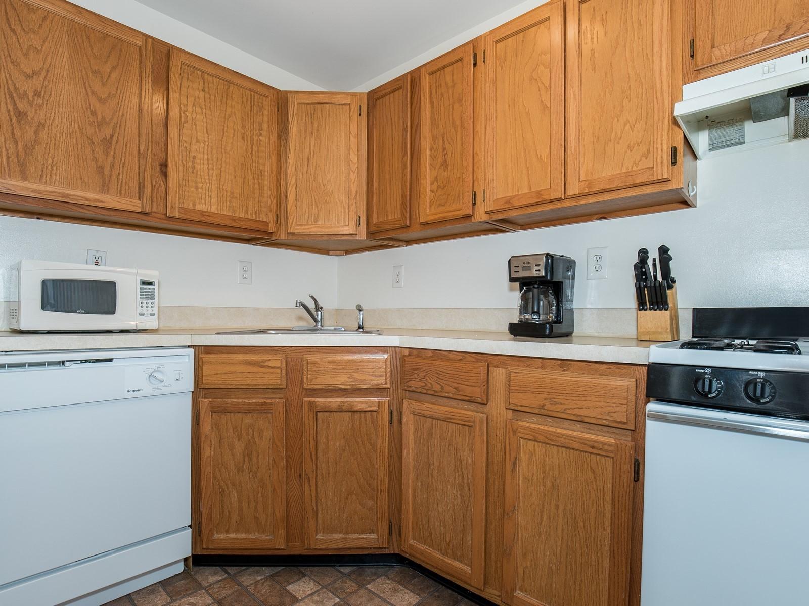 05_TemporaryHousing-South-Plainfield-721_Kitchen1