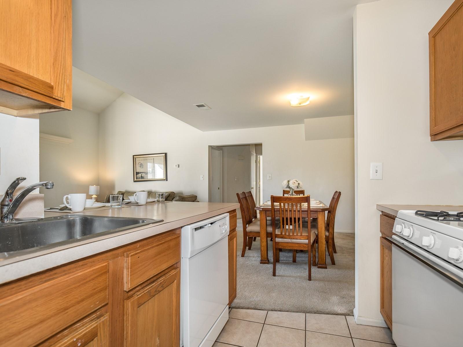05_Woodbridge-Furnished-Rental-1409_Kitchen-DiningRoom