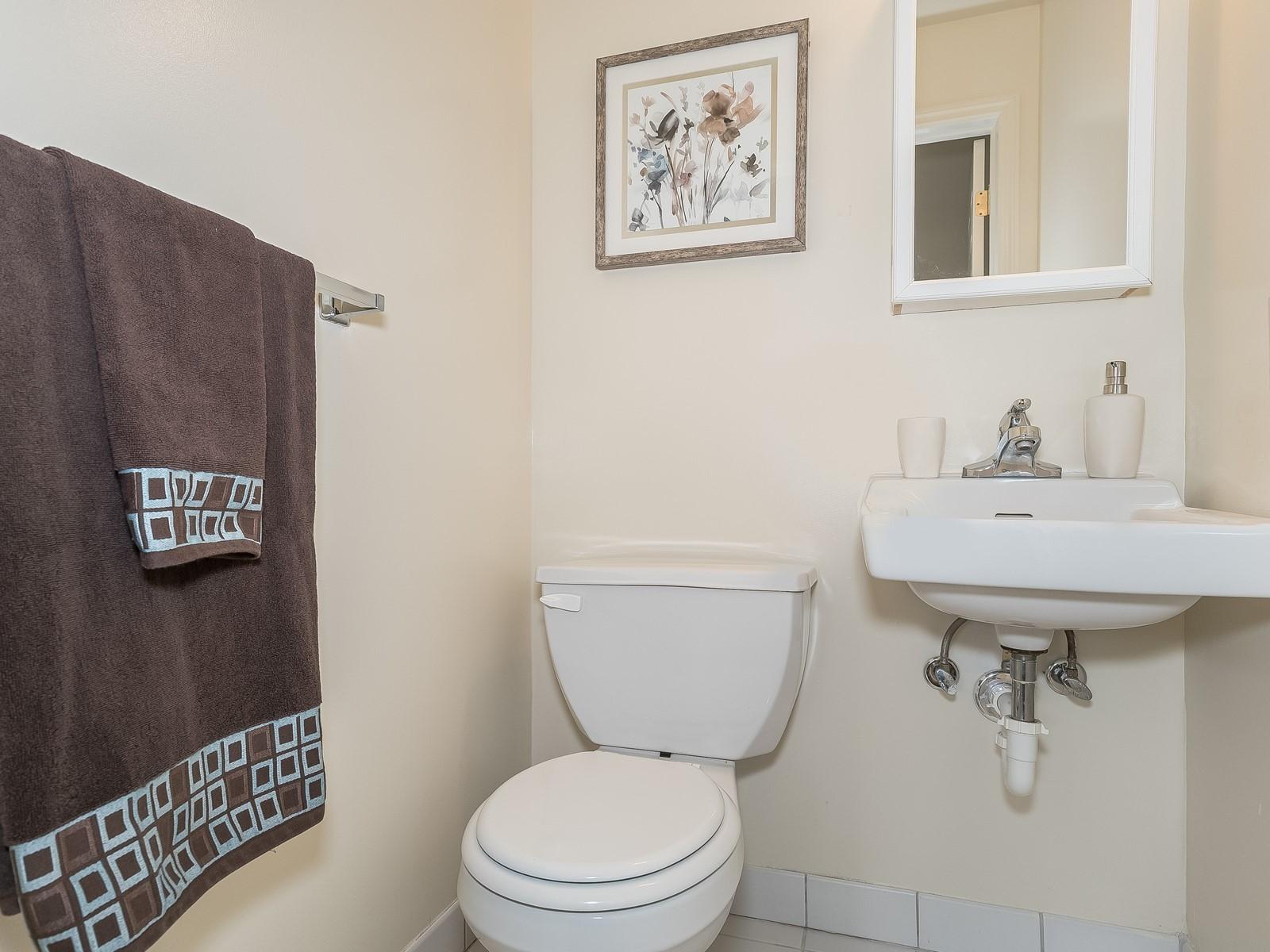 08-Bridgewater FurnishedApartment_22_Master Bathroom