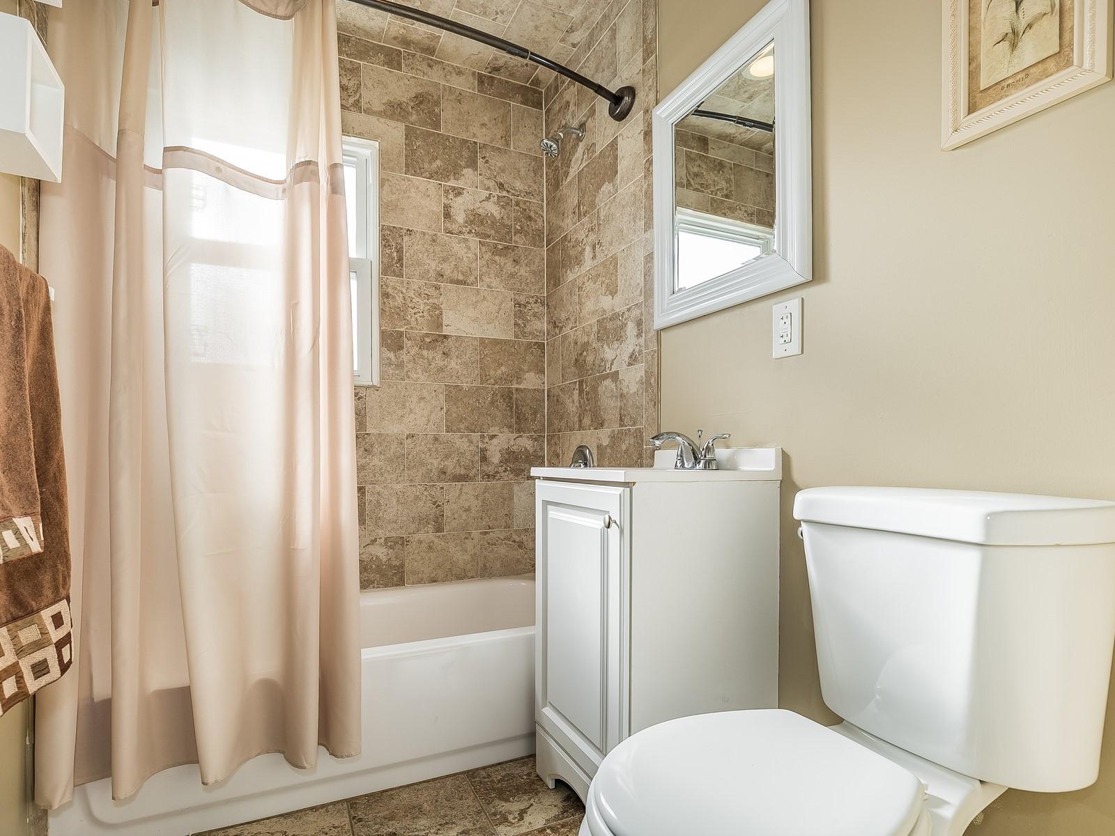08-Furnished_Apartment_Edison_Bathroom
