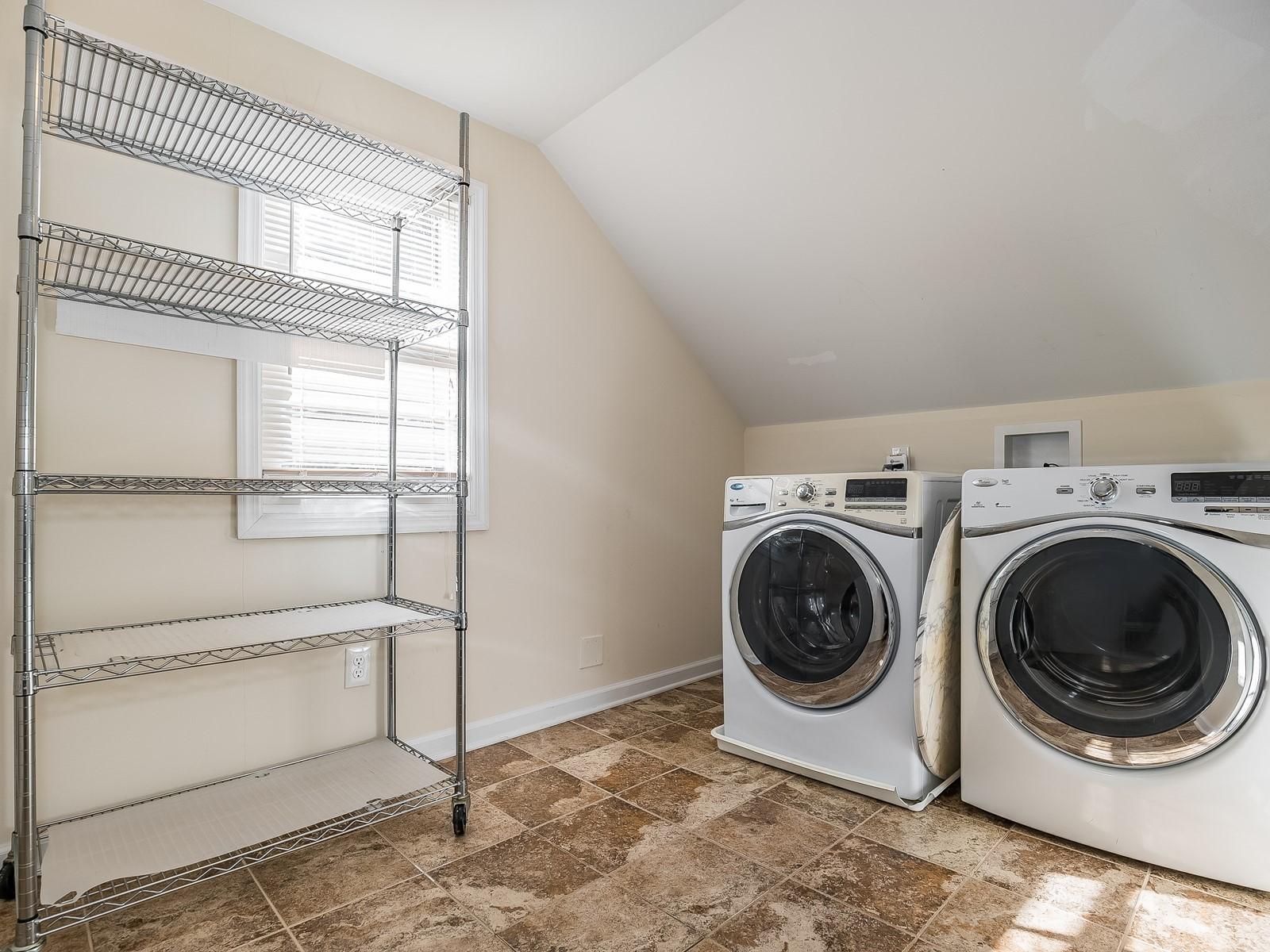 09-Furnished_Apartment_Edison_Laundry