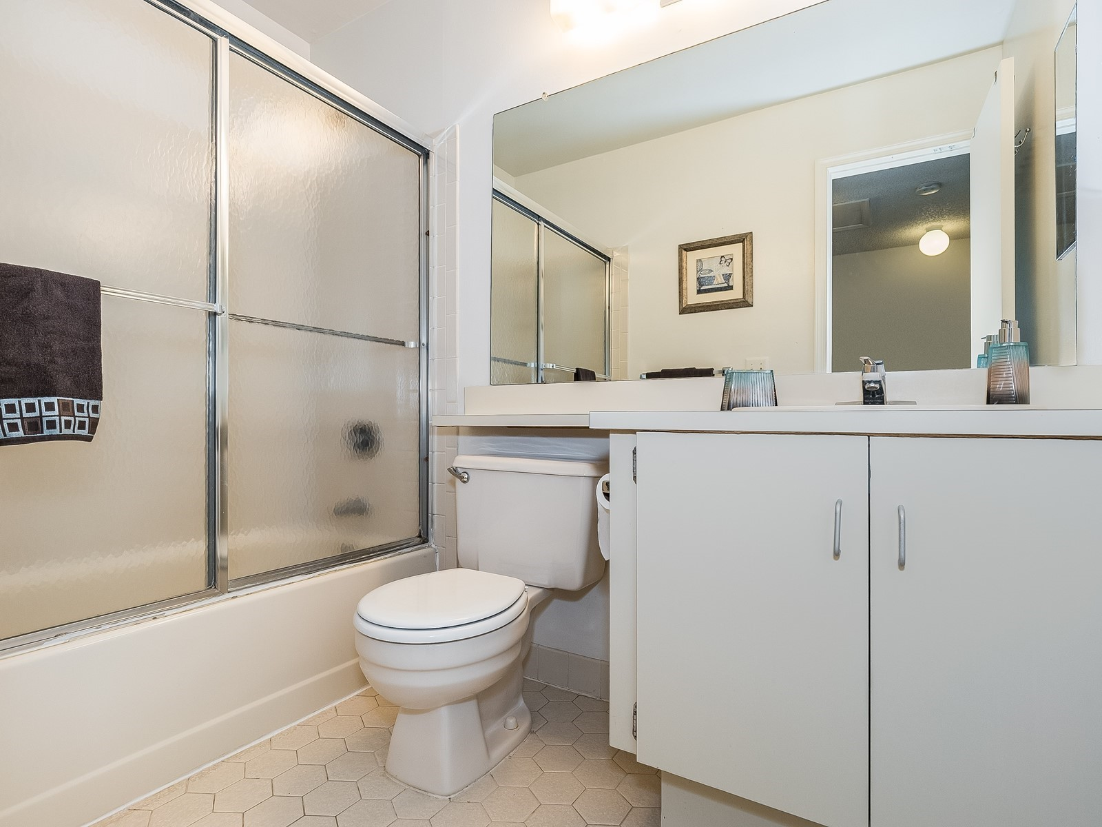 Piscataway 147 Furnished housing bathroom with toilet, sink and tub/shower