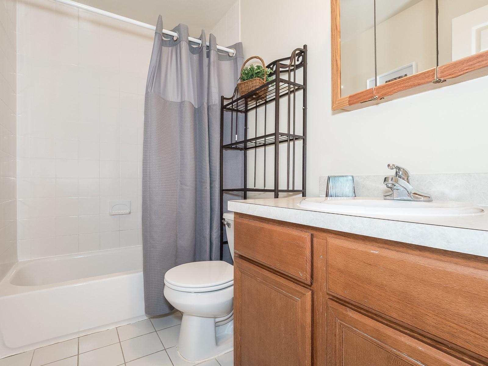 10-Bridgewater FurnishedApartment_22_HallBathroom