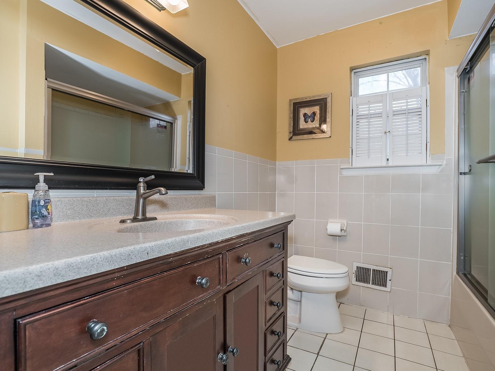 15_Furnished-House-Woodbridge_upstairs-bath