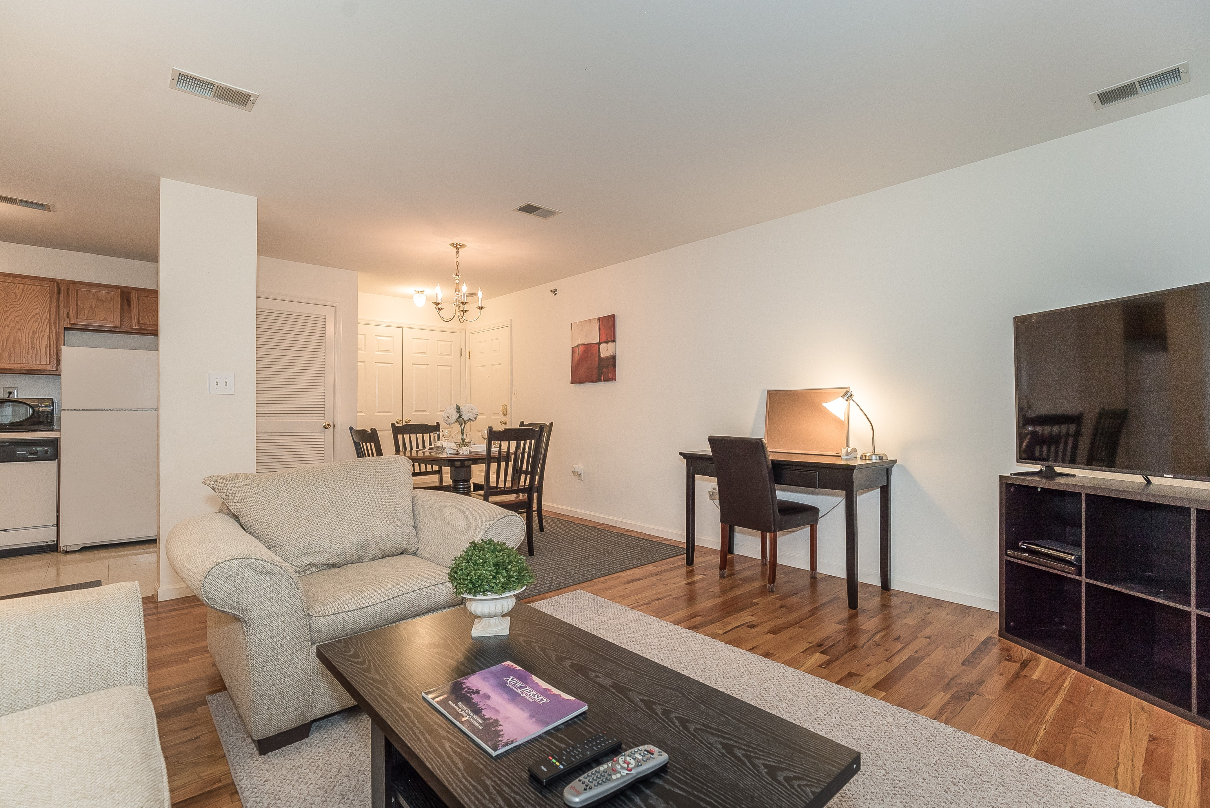 2-Short_Term_Housing_South_Plainfield_724_LivingRoomDR