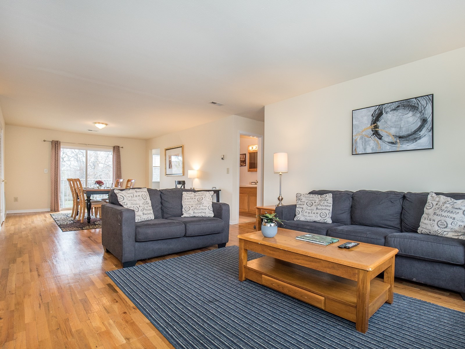 2_Short_Term_Housing_Bridgewater_Unit_94_Living Room