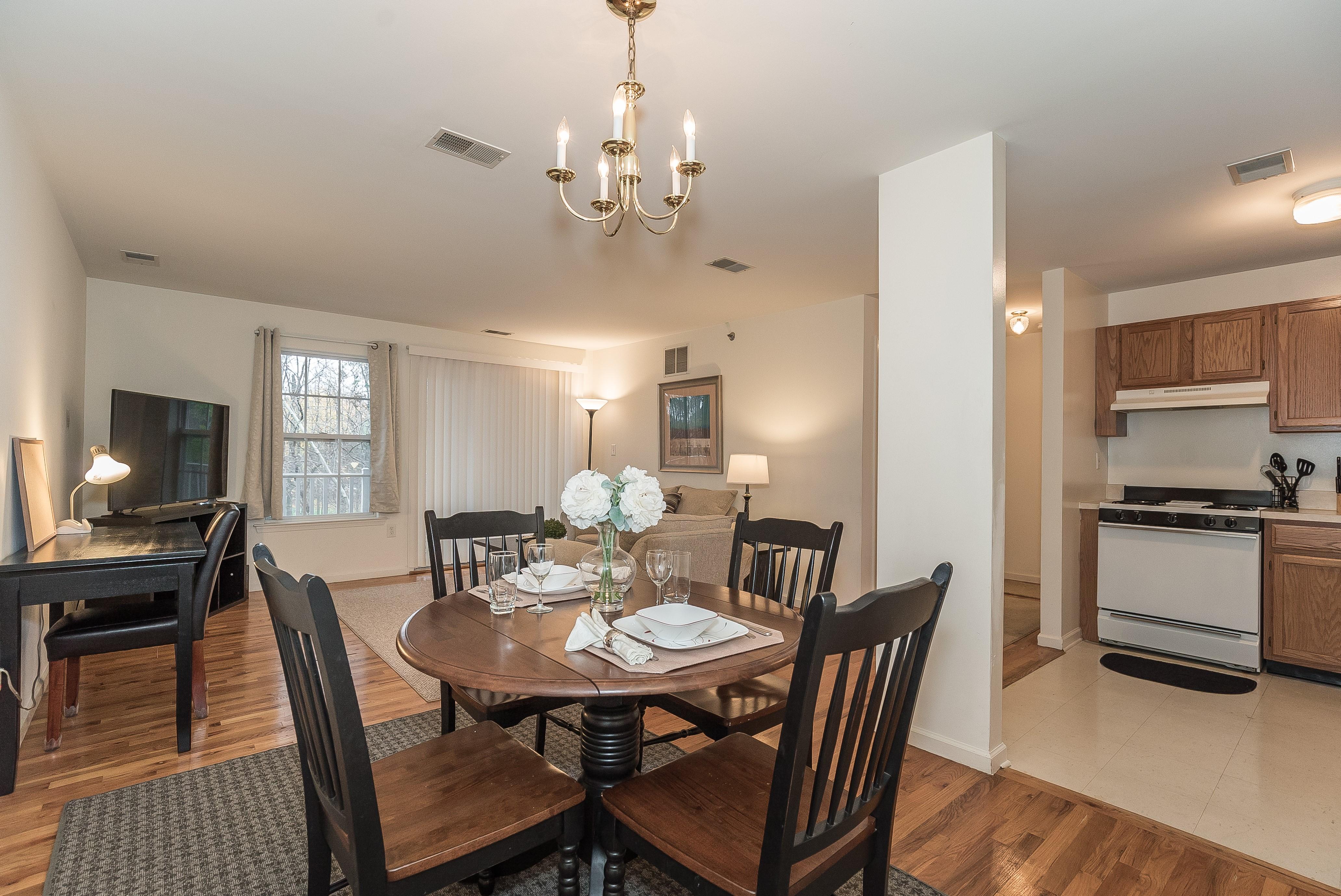 4-Short_Term_Housing_South_Plainfield_724_Dining Area