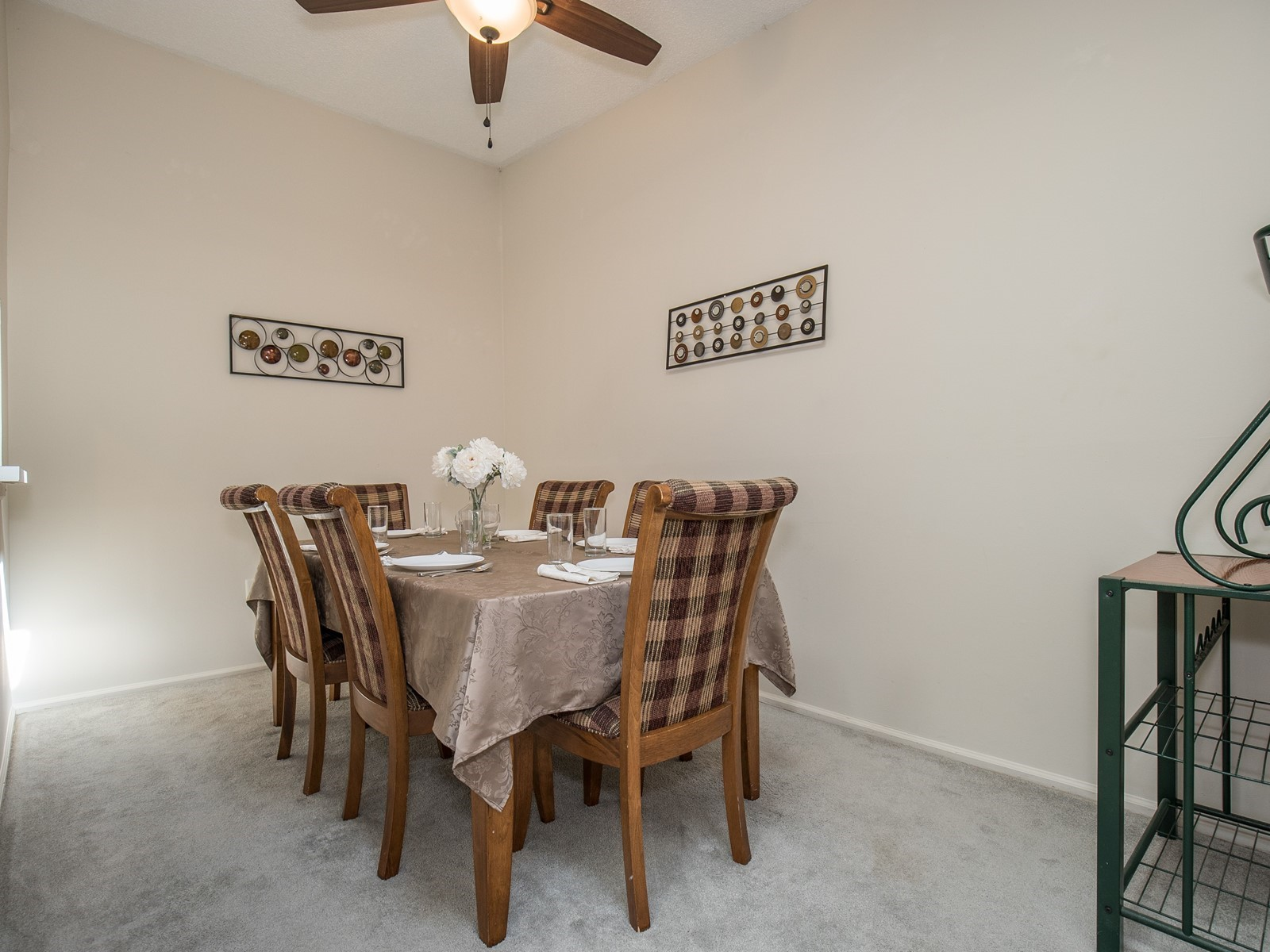 Piscataway 260 short term rental dining room with table for 6