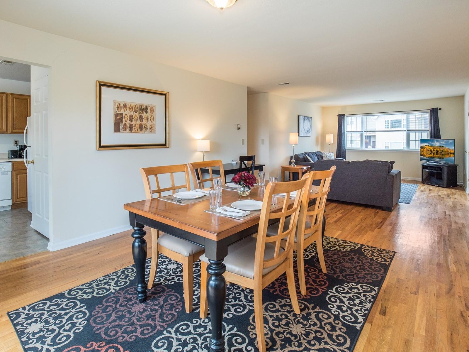 4_Short_Term_Housing_Bridgewater_Unit_94_Dining Room