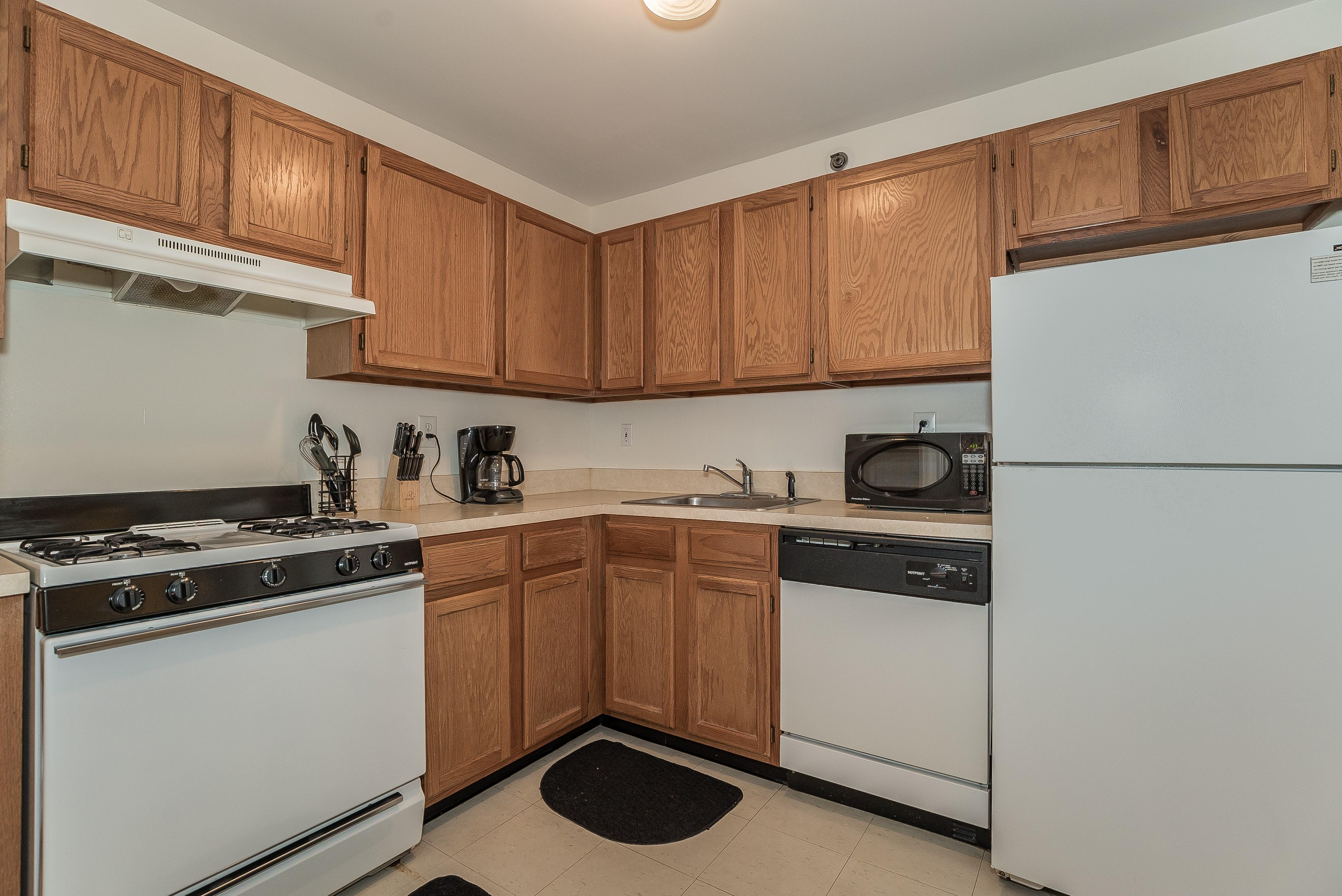 5-Short_Term_Housing_South_Plainfield_724_Kitchen