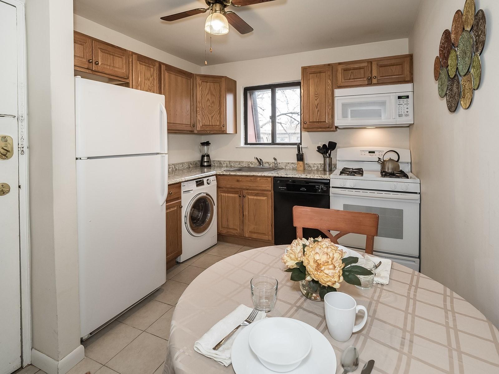 5_Furnished_Apartment_NorthBrunswickNJ_KitchenDining