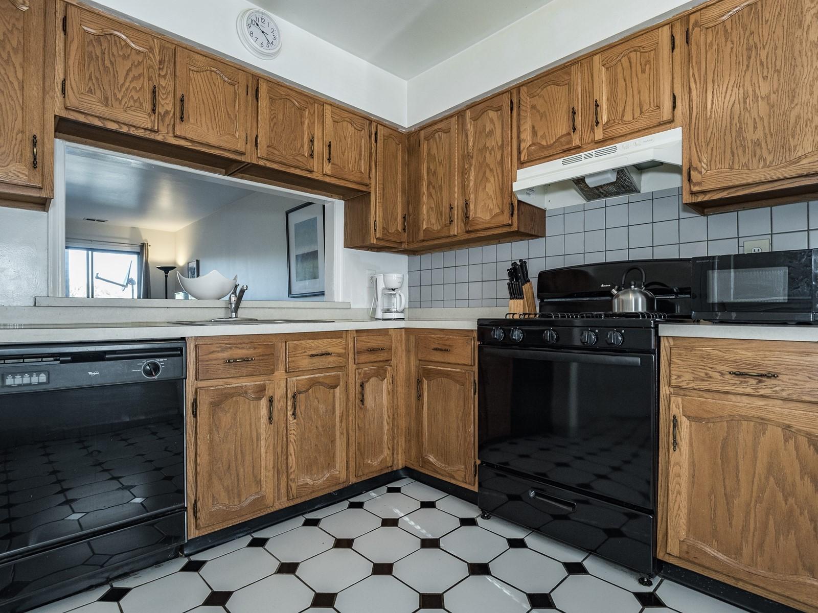 Woodbridge 404 Furnished Apartment Kitchen