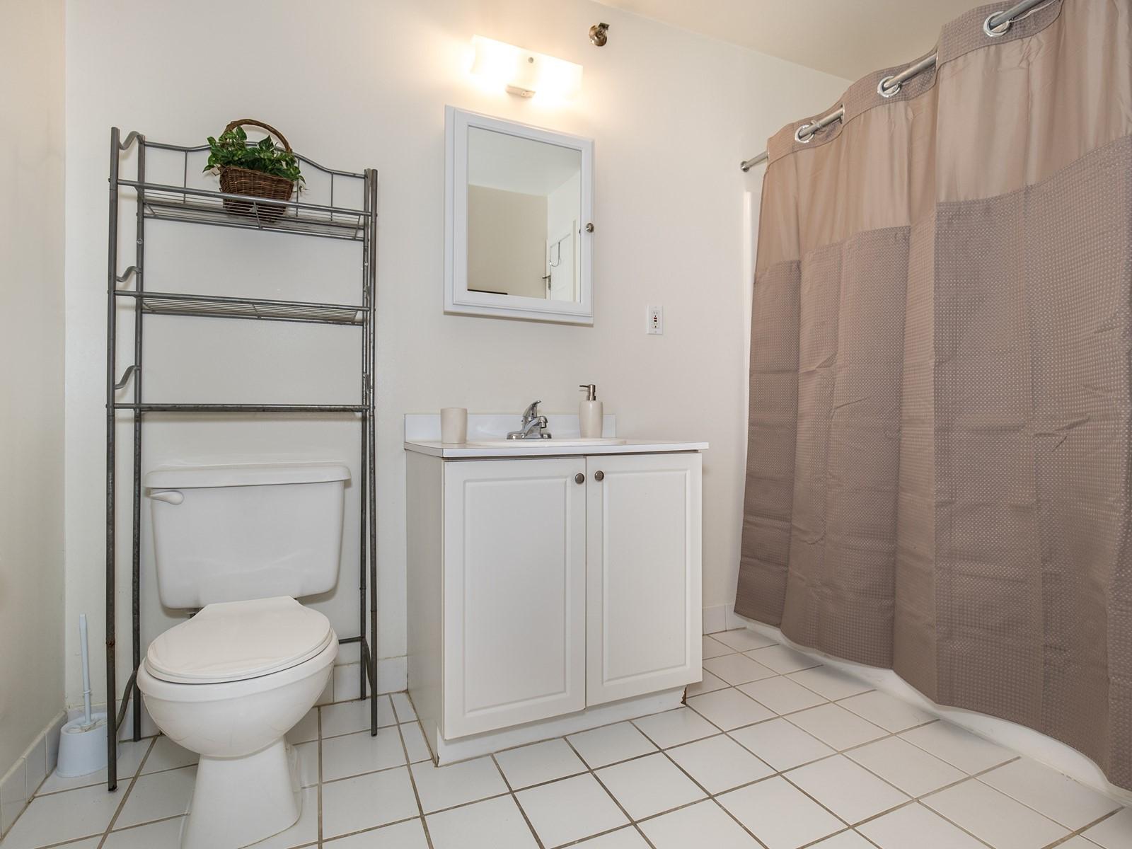 6_FurnishedRental_SouthPlainfield-713_Bathroom