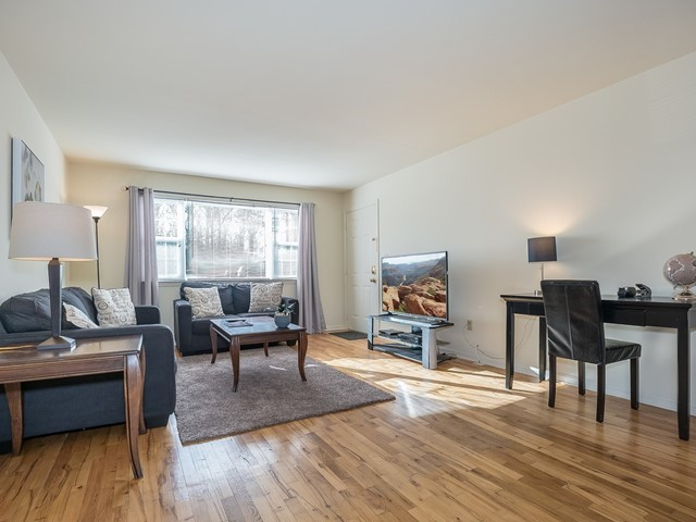 3-Furnished-Apartment-Bridgewater_LivingRoom2