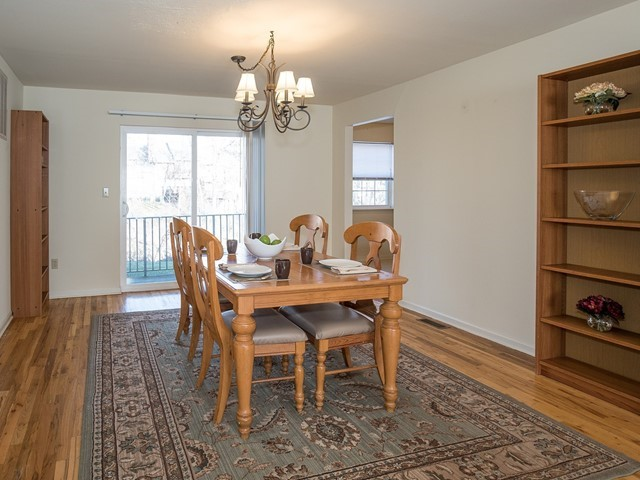 4-Furnished-Apartment-Bridgewater_DiningRoom