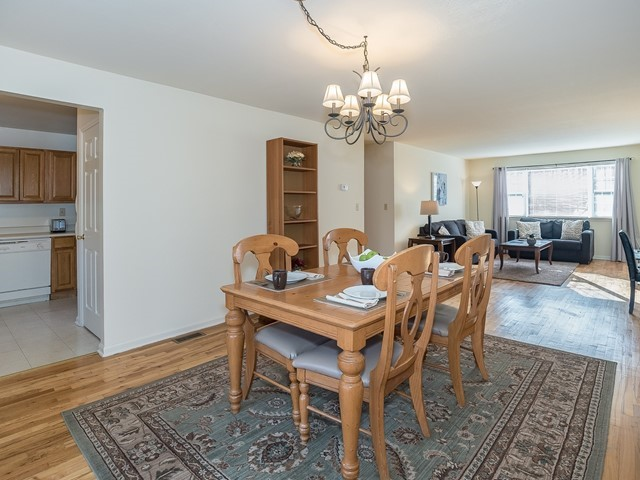 5-Furnished-Apartment-Bridgewater_DiningRoom2