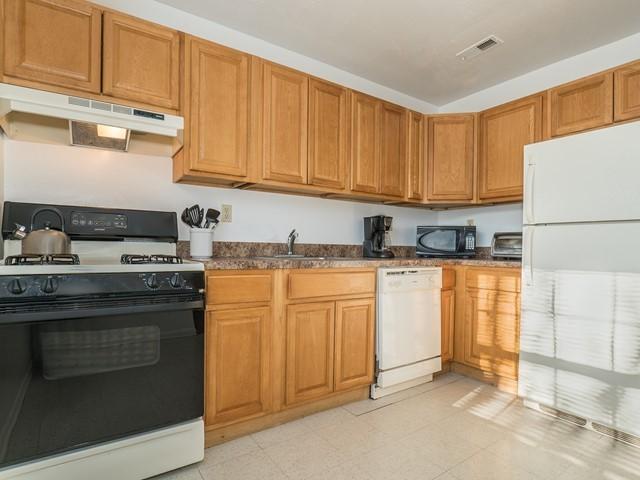 6_Bridgewater-short-term-rental_Kitchen