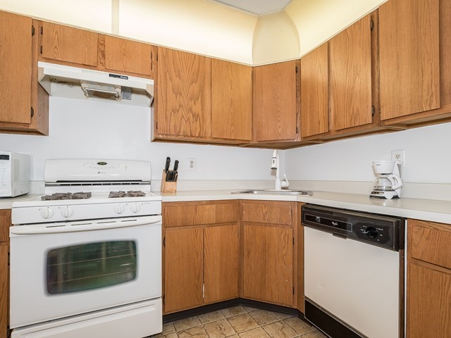 6_Funished Apartment_ Piscataway_Kitchen 2